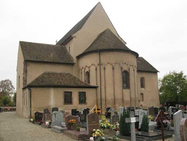 Церковь святого Трофима в городе Эшо на востоке Франции, недалеко от Страсбурга. Церковь св. Трофима ранее была центром обширного бенедиктинского аббатства св. Софии, разрушенного после французской Революции (1789).