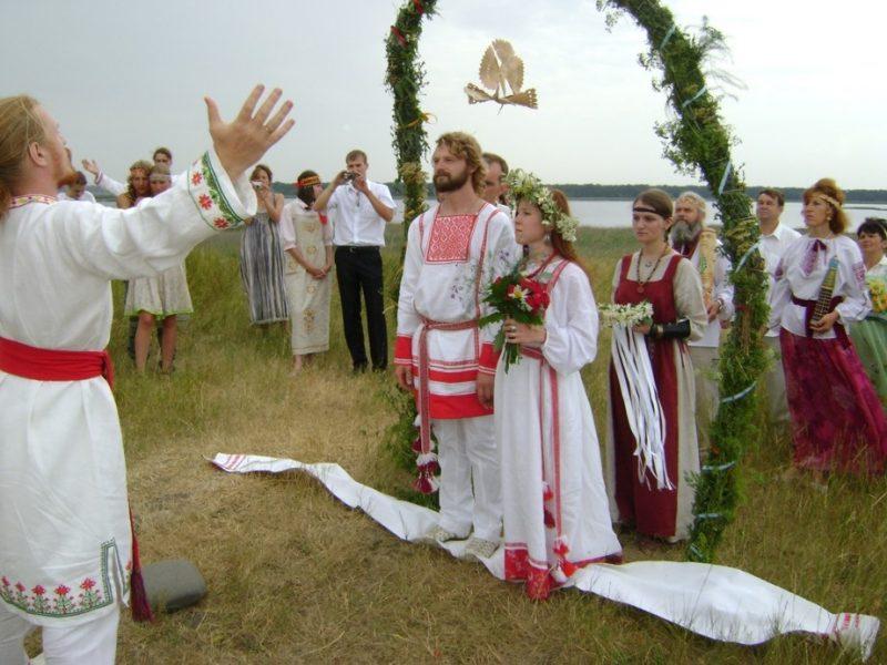 Постилание рушника - венчальный обряд