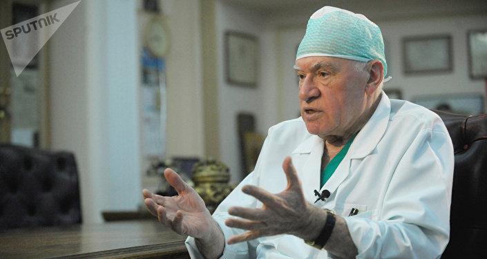 Директор Научного центра сердечно-сосудистой хирургии имени А.Н.Бакулева (РАМН) Лео Бокерия во время интервью журналистам