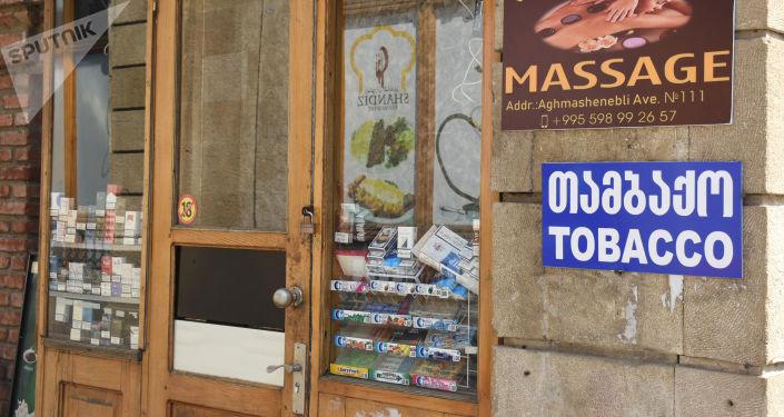 Витрины магазинов с сигаретами