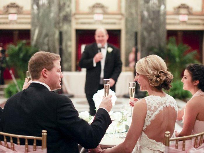 На свадьбе всегда уместны тосты с легким юмором