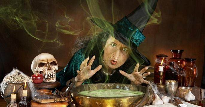 Хеллоуин: рабочее место ведьмы