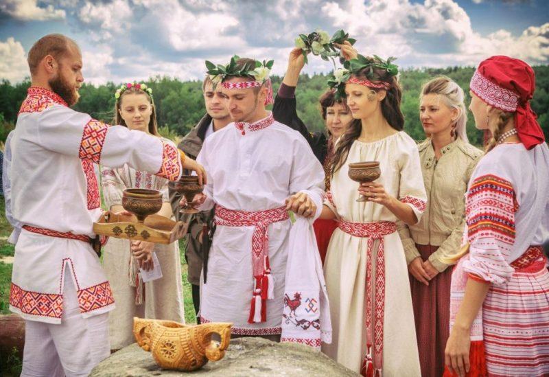 Одежда с сакральным узором на свадьбу