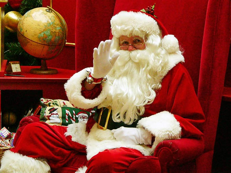 Дед Мороз в Италии: Баббо Натале носит ярко-красные кафтан и колпак