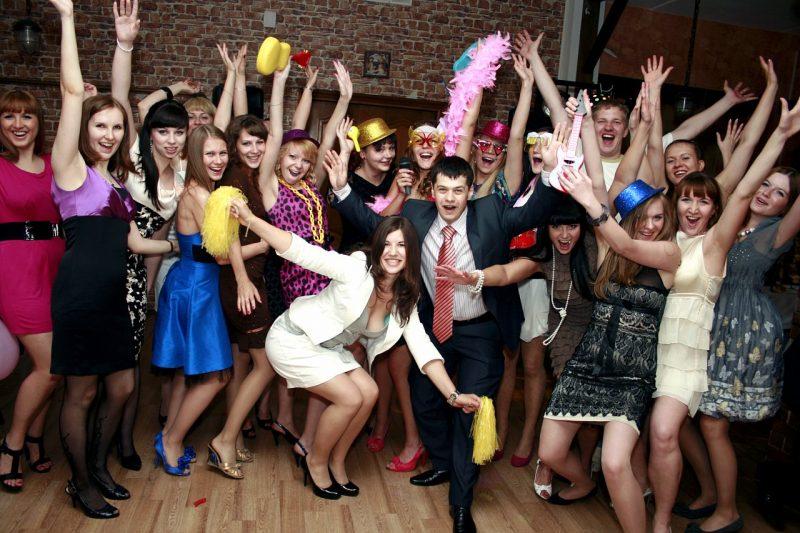 Конкурсы должны быть интересны всем на торжестве. Фото с сайта festa11.ru