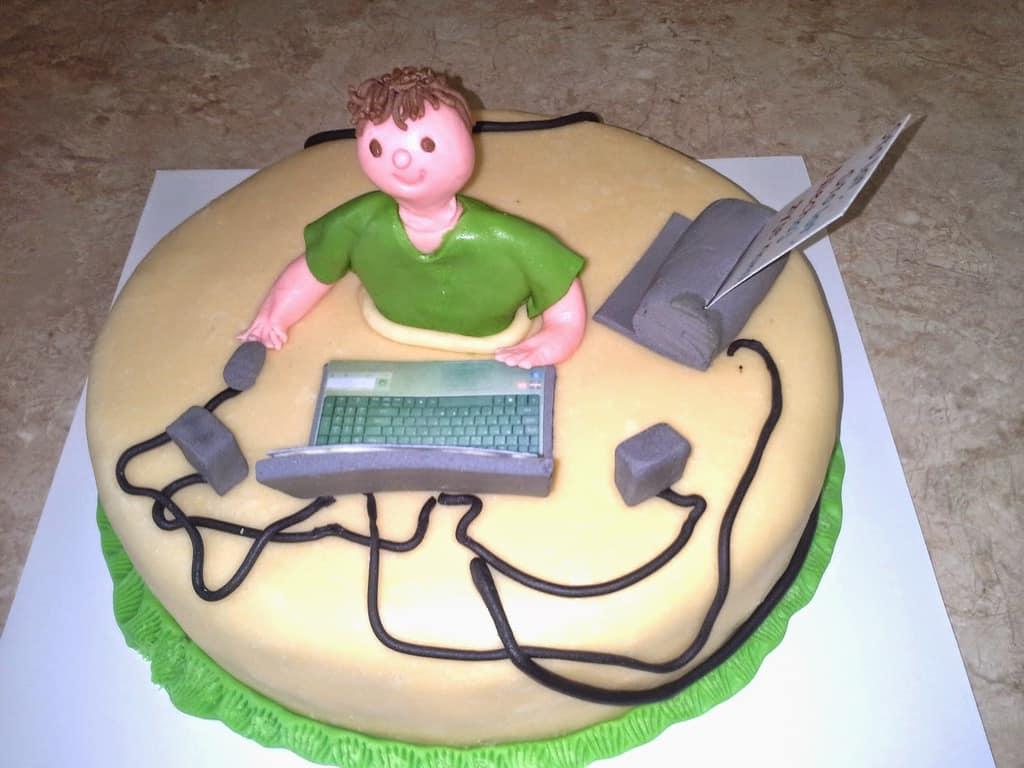 Рис 1. Вариант торта для системного администратора