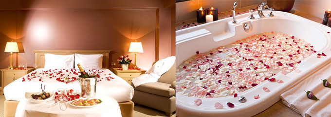 Лепестки роз в спальне и в ванной