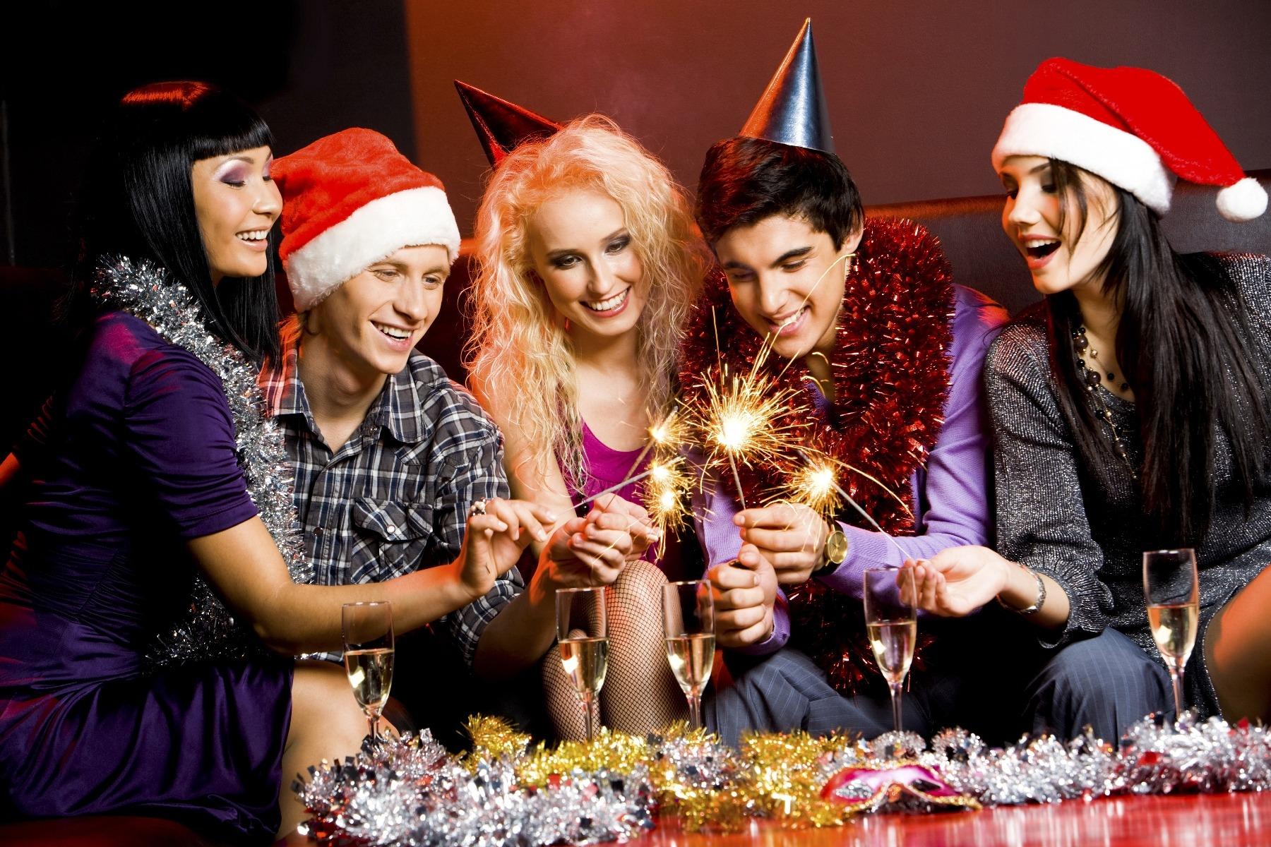 Конкурсы за столом подойдут для новогодней вечеринке