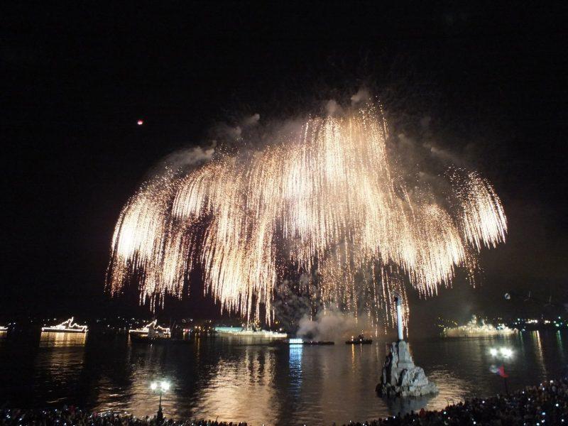 Салют на день ВМФ. Фото с сайта ytimg.com