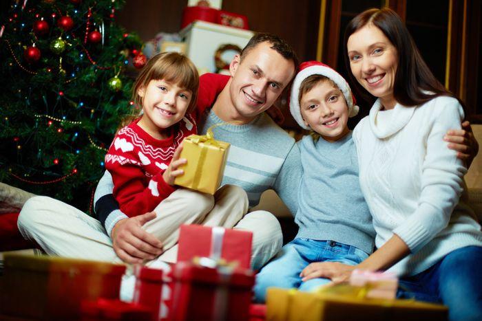 Что лучше подарить семье на Новый год 2020?
