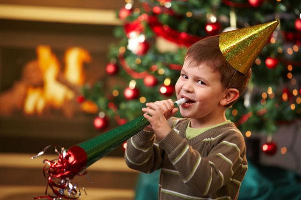 Веселье вокруг новогодней елки