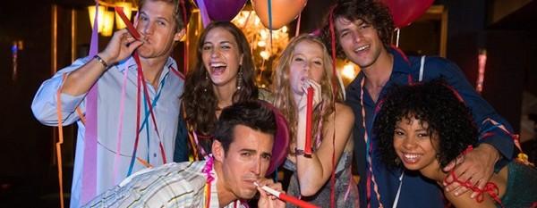 Ярко и весело — конкурсы на день рождения. Фото с сайта bluefusionfun.com