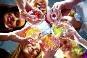 Напитки и девушки хостески