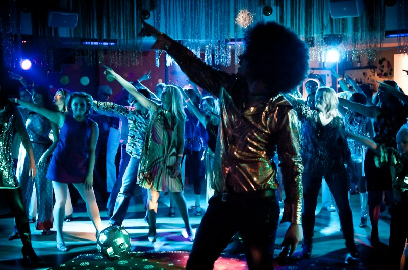 Развлекательная программа - главное в любом мероприятии. Фото с сайта www.plyaskingroup.ru